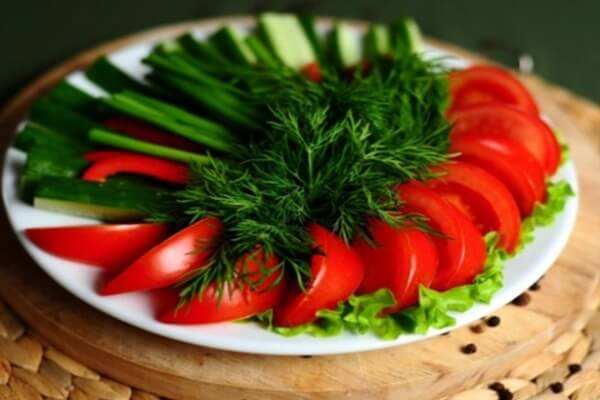 Various ways to slice tomatoes to make a delicious meal